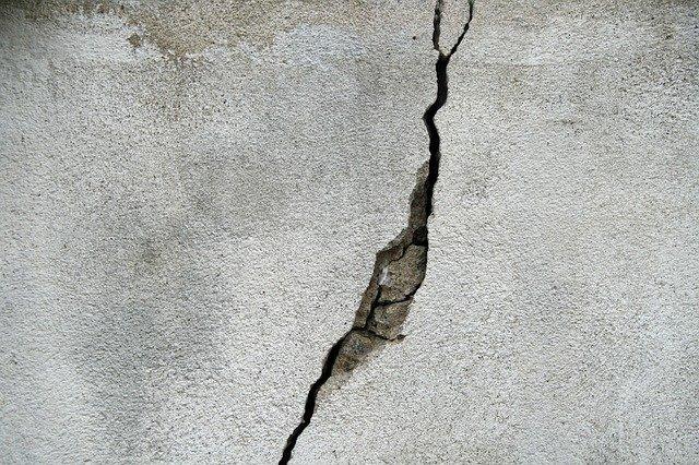 Jak naprawić pęknięcia w betonie