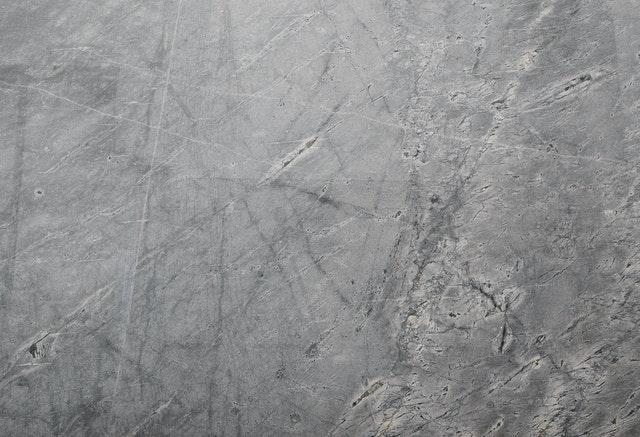 Pomysł na aranżacje ścian z betonu