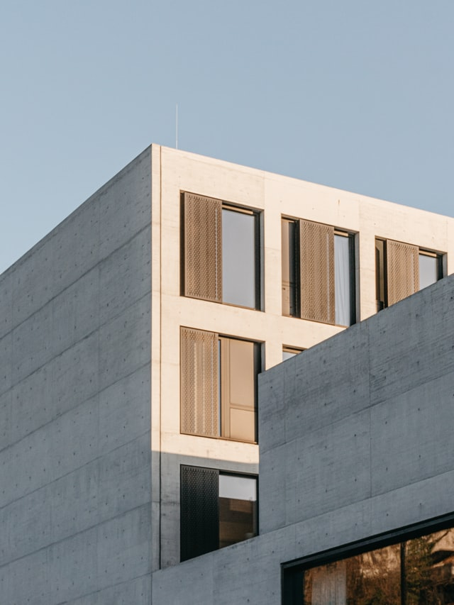 nowoczesny budynek z żelbetonu