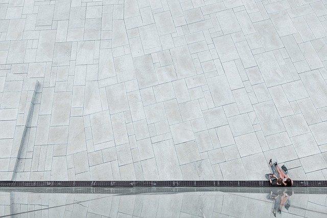 Dlaczego beton polewa się wodą